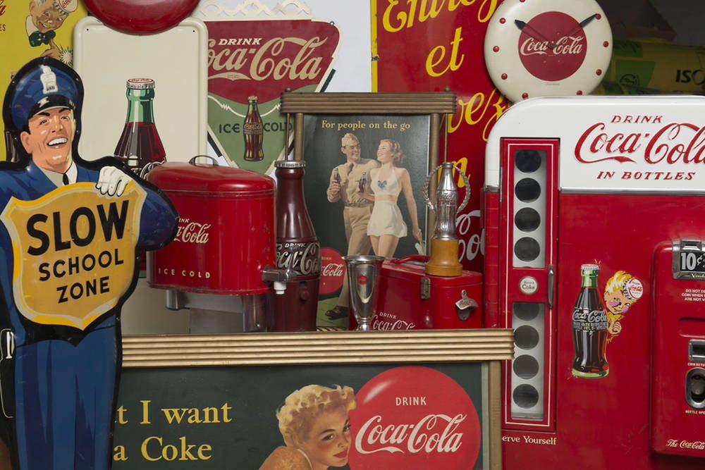 Coca-Cola (1886-1945) : des artefacts publicitaires vecteurs du mythe de l'américanité ?
